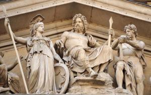 Statuen von Zeus, Athena und Ares